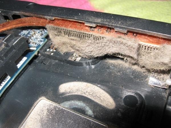 Много пыли в ноутбуке, поэтому он может выключаться