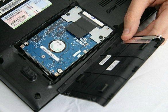 Как вытащить жесткий диск с ноутбука