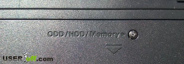 По надписи снизу ноутбука можно понять, где находится жесткий диск или оперативная память